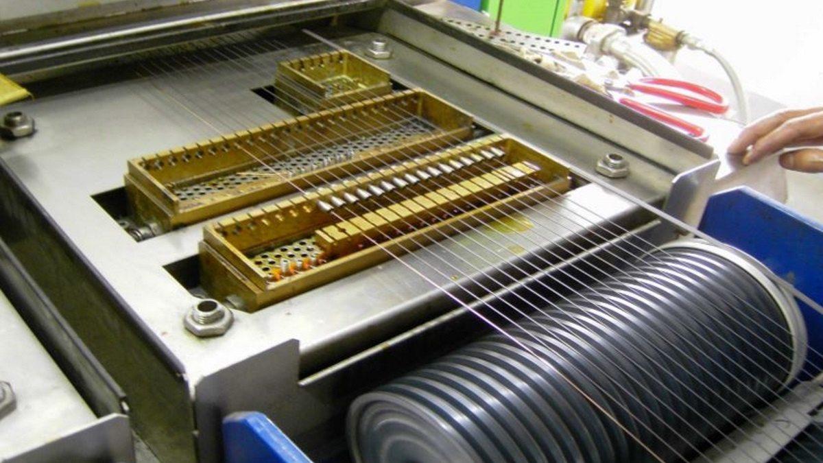 Was sind Drahtlacke | Elektrische Isoliermaterialien | Axalta ...