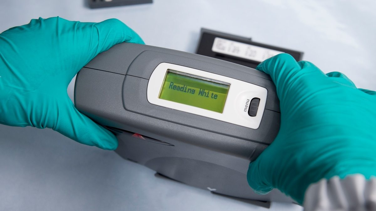 It is an easy-to-use digital spectrophotometer.